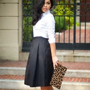 Dresses & Skirts - H&M Midi Skirt with Pockets!!